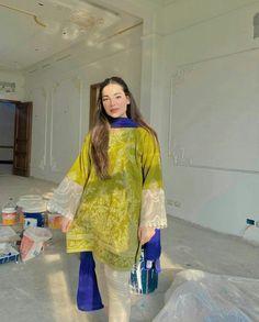 Pakistani Wedding Outfits, Pakistani Dresses Casual, Pakistani Dress Design, Indian Outfits, Casual Indian Fashion, Pakistan Street Style, Green Lehenga, Indian Designer Suits, Kurta Designs Women