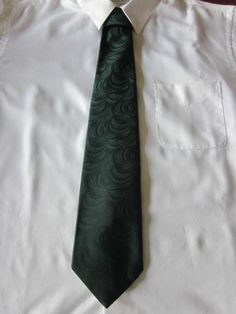 """Switched to auction with very low starting bid!  60's Vintage Mens Polyester Classic Wide Tie 56"""" x 4"""" Dark Green #NeckTie"""