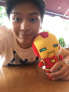 OMG Sungjae con Iron Man que lindo Sungjae Btob, Im Hyunsik, Lee Minhyuk, Lee Changsub, Yongin, Who Are You School 2015, Drama School, Pop Collection, Cube Entertainment