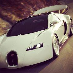 Bugatti #NousSommesBelle
