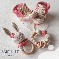 Crochet Gifts, Diy Crochet, Crochet Baby, Diy Baby Gifts, Baby Crafts, Octopus Crochet Pattern, Knitting Patterns, Crochet Patterns, Baby Outfits