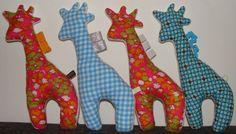 Pluchen girafke. Ik stopte er een rammelaarke in van een ander (versleten) speeltje. Snel gemaakt en topper bij onze jongste 5 maander.