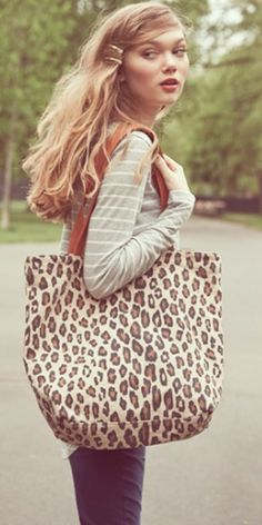 printed canvas tote http://rstyle.me/n/nd8udr9te