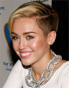 Miley Cyrus - Taglio rasato