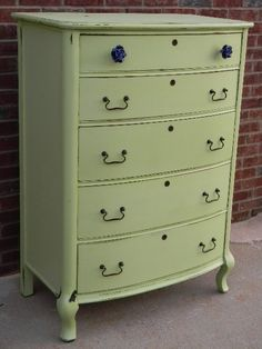 Apple Green dresser. I wish I could have found something this cute at DI to refinish for my craft room. Oh well I'm happy with the one I have.