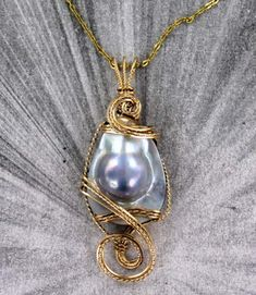 RAINBOW  MOONSTONE GEMSTONE  PENDANT NECKLACE IN 14 KT ROLLED GOLD W CHAIN