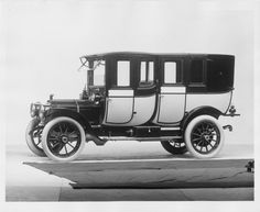 1912 Packard 30 Model UE 4-cylinder, 40-horsepower, 123.5-inch wheelbase, imperial landaulet