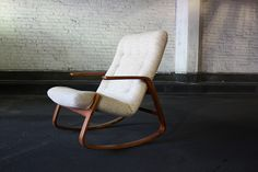 furniture This chair rocks. LOL I think my living room furnishings would be made whole by a rocker. 70s Furniture, Danish Modern Furniture, Furniture Styles, Modern Chairs, Furniture Design, Furniture Inspiration, Home Decor Inspiration, Mid Century Modern Design, Cool Chairs