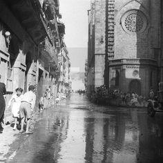 GALERNA EN SAN SEBASTIÁN: San Sebastián, 17-10-1953.- Un fuerte temporal azota el norte de España. A las inundaciones en Azpeitia, Mondragón Vergara... se unen el fuerte viento que arrasa la zona. En la imagen el centro histórico de la capital anegado por las aguas. EFE/aalafototeca.com Image : efespseven080403