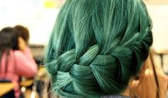 If I didn't have to be a 'regular' person for work, I would SO have green hair!!