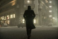 Check out over 35 high-resolution images from the sequel Blade Runner 2049 featuring Ryan Gosling, Harrison Ford, Jared Leto, and Robin Wright. Film Blade Runner, Blade Runner 2049, Harrison Ford, Color Composition, Movies To Watch List, Roger Deakins, Denis Villeneuve, Arte Cyberpunk, Cinematic Photography