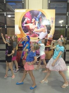 Six gurls having the times of their lives at the #KP3D Fan Sneak!