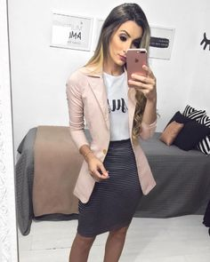 """4,248 curtidas, 50 comentários - JAQ JACOB⚡️Modest Fashion (@jaqjacob) no Instagram: """"{ lady like }  Meninas, tem essa blusa disponível na loja. @jacob.store @jacob.store @jacob.store…"""""""