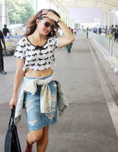 Bollywood Fashion 391109548872560066 - Jacqueline Fernandez spotted at the Mumbai airport. Source by Indian Celebrities, Bollywood Celebrities, Bollywood Actress, Bollywood Photos, Bollywood Fashion, Indian Bollywood, Indian Sarees, Oscar Fashion, Vogue Fashion