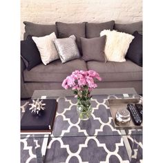 White and grey apartment living room & coffee table styling - possibly my living room ! IM STUCKKKK Living Room Grey, Home And Living, Living Room Decor, Grey Room, Living Area, Living Room Inspiration, Home Decor Inspiration, Coffee Table Styling, Coffee Tables