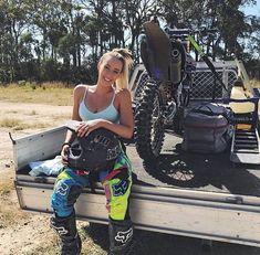 Welkom bij Femon Parts, alles voor uw motor en quad Scooter Motorcycle, Motorbike Girl, Motorcycle Outfit, Lady Biker, Biker Girl, Motocross Girls, Dirt Bike Girl, Riding Gear, Dirtbikes