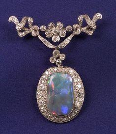 Art Deco Platinum, Negro Opal Colgante de diamante y, suspendidos de un pin de botín florales y foliadas Edwardian, situado a lo largo con viejos diamantes Europea y único corte, aprox. peso total de. 1.90 cts. Estimado de $ 3.000-5.000