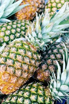 Pineapple is probably the best fruit ever made. Fruit And Veg, Fruits And Vegetables, Fresh Fruit, Colorful Fruit, Summer Of Love, Barista, Farmers Market, Summertime, Berries