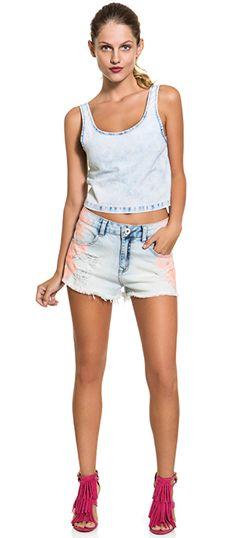 DENIM ALL DAY! Top cropped e shorts mini numa produção all denim para dias de verão com conforto e muito estilo.