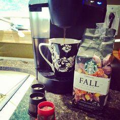 Falling in love with Fall - Starbucks Coffee Cozy, I Love Coffee, Coffee Bars, Breakfast Tea, Pumpkin Spice Latte, Coffee Drinks, Thanksgiving Recipes, Hot Chocolate, Starbucks