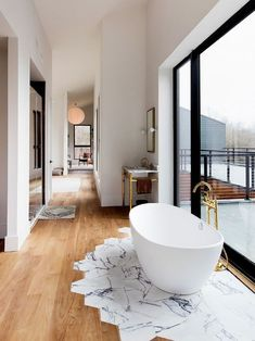 When and where can marble floors become an elegant design element element # marble floor Best Picture For flooring concreto pulido For Your Taste You are looking for somethin Style At Home, Marble Floor, Marble Tiles, Wood Tiles, Hexagon Tiles, Hexagon Shape, Chic Bathrooms, Home Fashion, Fashion Women