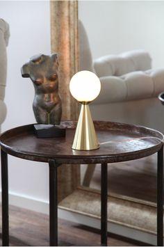 By Rydéns Bordlampe Draft Bordlampe Draft i metall med hvitt glass.<br>Høyde: 25 cm, Ø: 10 cm. G9. Maks 20W (inngår ikke).<br>2 meter transparent kabel med strømbryter. <br><br>