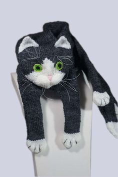 This listing is a PDF file knitting pattern for a cat scarf. You will need to knit your kitty from my tutorial. It is an easy pattern to make this cat