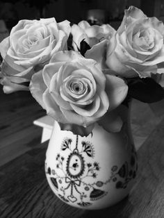 Miss Blackbirdy vase - black & white
