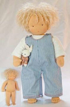 Kits.  Kleine Gijs met gehaakt kapsel met plukjes haar 38 cm