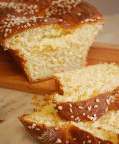 Hop, la recette de boulange du dimanche ! Une brioche vegan et sans gluten à la vanille. Un vrai bonheur pour les papilles, légère, gourmande, avec un doux parfum de vanille qui renvoie directement en enfance. Et il n'y a pas à dire, ça fait du bien ! La boulange …