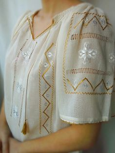 www.breslo.ro/caterine Knitting Stitches, Vintage Dresses, Kids Fashion, Cross Stitch, Blouses, Costumes, Popular, Embroidery, Traditional