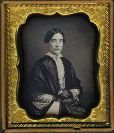 WOMAN-WEARS-RICHLY-TEXTURED-VICTORIAN-FASHION-VINTAGE-CLOTHING-DAGUERREOTYPE-DAG
