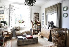 Beautiful Shabby Chic inspired interiors mixes distressed finishes with various fabrics and vintage pieces together to create a worn yet elegant space. Shabby Chic Interiors, Shabby Chic Homes, Shabby Chic Style, Beautiful Interiors, Home Room Design, Home Interior Design, English Interior, Country Interior, Cottage