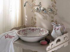 lavabo antiguo con jarra de porcelana