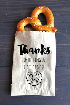Pretzel wedding favour #weddingfavour #favor