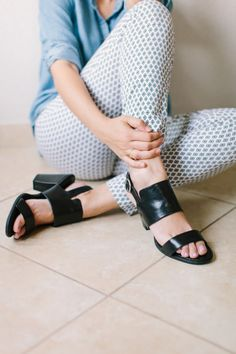 the perfect black sandal // Using Strong Photography to Sell Your Product