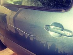 глубокая царапина на авто цвета металлик