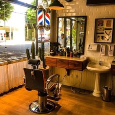 Love this Barber chair! Barber Shop Interior, Barber Shop Decor, Salon Interior Design, Beauty Salon Interior, Salon Design, Best Barber Shop, Barber Equipment, Barbershop Design, Barbershop Ideas
