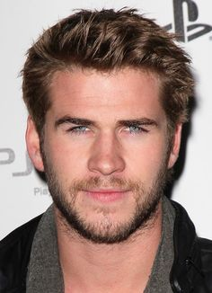 Liam Hemsworth Photos Photos - Liam Hemsworth is seen in Los Angeles, California. Liam Hemsworth Grabs Coffee In Sunglasses Team Gale, Hemsworth Brothers, Z Cam, Sexy Beard, Hot Actors, Celebrity Dads, Celebrity Style, Hollywood Actor, David Beckham
