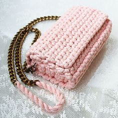 Marvelous Crochet A Shell Stitch Purse Bag Ideas. Wonderful Crochet A Shell Stitch Purse Bag Ideas. Crochet Clutch, Crochet Handbags, Crochet Purses, Crochet Bags, Crochet Shell Stitch, Crochet Stitches, Lidia Crochet Tricot, Crochet Phone Cases, Amigurumi