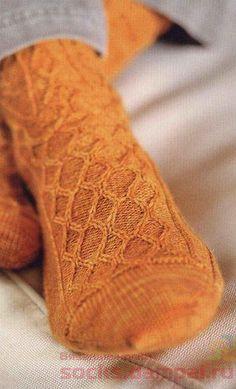 вязаные мужские носки Knitted Slippers, Crochet Slippers, Knitted Hats, Knit Crochet, My Socks, Knee Socks, Knitting Stitches, Knitting Socks, Mitten Gloves