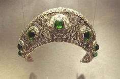Diamond and emerald kokoshnik tiara bought by King Alexander I of Yugoslavia for his wife, Queen Marija (Marie). Made by the jeweler Bolin. After the fall of the monarchy, it was later bought by Van Cleef & Arpels, who removed the emeralds and replaced them with paste.