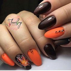 Manicure with leaves - 5 nail art ideas for autumn Latest Nail Designs, Fall Nail Art Designs, Acrylic Nail Designs, Acrylic Nails, Metallic Nails, Fall Gel Nails, Autumn Nails, Trendy Nails, Cute Nails
