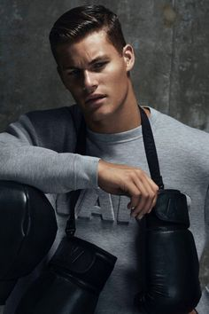 British GQ offers a first look at the sporty Alexander Wang for H&M menswear collection modelled by Tyler Maher. Golf Fashion, Uk Fashion, Sport Fashion, Urban Fashion, Fashion Tape, Fashion Menswear, Fashion Pics, Fashion Wear, Fashion Trends
