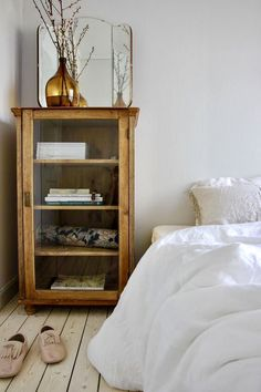 These clever living ideas change the apartment in a simple way. These clever living ideas change the apartment in a simple way. These clever living ideas change the apartment in a simple way. These clever living ideas change the apartment in a simple way. Home Bedroom, Bedroom Interior, Bedroom Design, Home Remodeling, Interior, Bedroom Vintage, Bedroom Decor, Home Decor, House Interior
