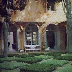 La Fiorentina in Cap Ferrat.-use as a layout for herb/medicinal garden Modern Landscape Design, Garden Landscape Design, Modern Landscaping, Landscape Architecture, Love Garden, Dream Garden, Herb Garden, Formal Gardens, Outdoor Gardens
