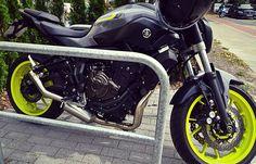 Mt07 mivv special night fluo yellow akrapovic exhaust yamaha