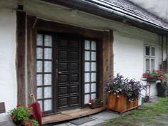 #magiaswiat #lanckorona #podróż #zwiedzanie #polska #blog #europa  #koscioly #obrazy #oltarze #figury #koscioly #ruiny #zamek #skansen Garage Doors, Outdoor Decor, Blog, Home, Europe, Ad Home, Blogging, Homes, Carriage Doors