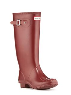 Huntress Gloss: The high-gloss Huntress boot encompasses the style of the classic Hunter Original, but with a wider calf space and a shorter shaft height.