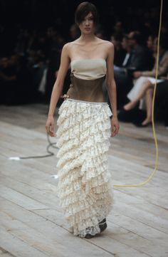 Alexander McQueen Spring 1999 Ready-to-Wear Collection Photos - Vogue